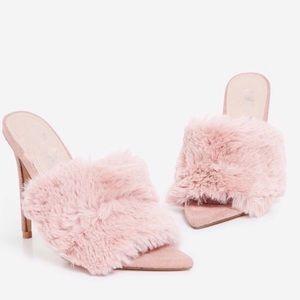 Shoes - 🌸HP🌸 Faux Fur Heel